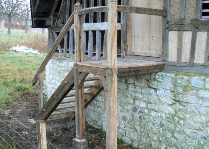 Escalier en chêne ancien en Normandie