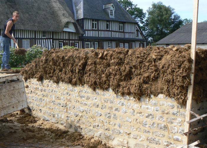 Mur en bauge - construction en cours