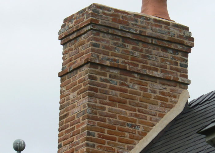 Construction de souche de cheminée en briques