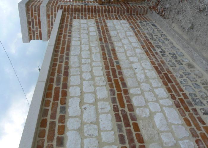 Mur en briques et pierres